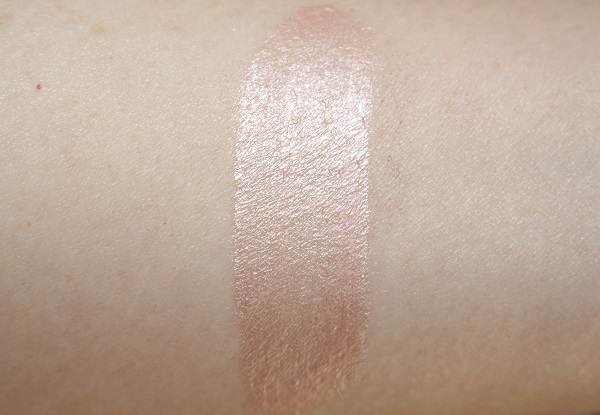 Guerlain Meteorites Liquid Pearls Swatch - Pearly Pink