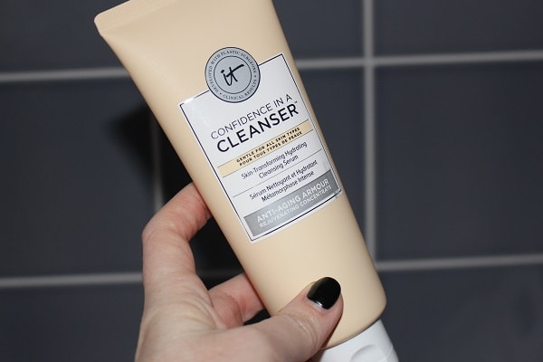 Selfridges Beauty - It Cosmetics Confidence in a Cleanser