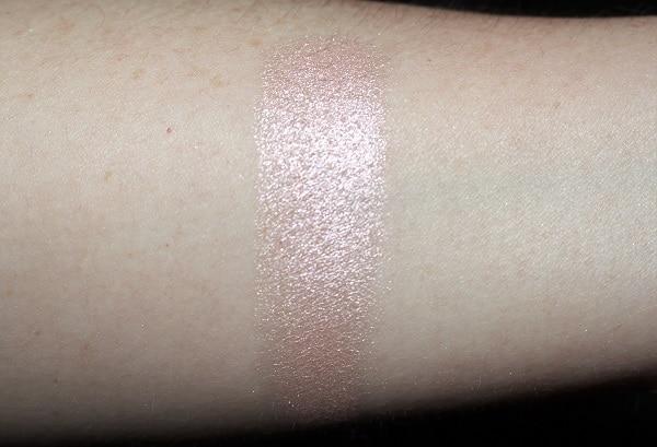 BECCA Pearl Glow Luster Glow Powder Swatch
