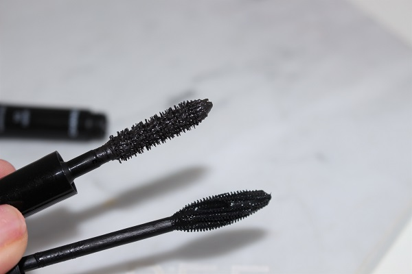 Brush Comparison - Le Volume de Chanel (top) & Le Volume Stretch de Chanel (bottom)