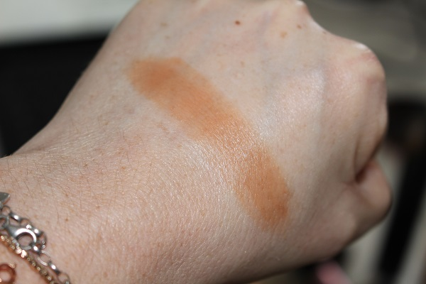 Chanel Les Beiges Healthy Glow Bronzing Cream New Formula Swatch