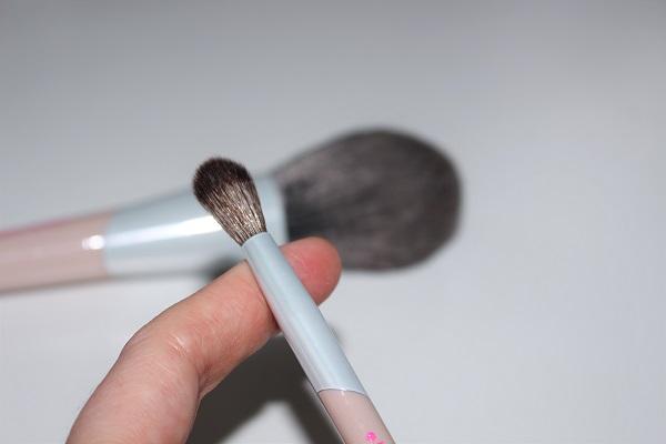 beautyblender High Roller brush