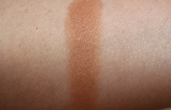Clinique Powder Pop Flower Bronzer Solar Pop Swatch
