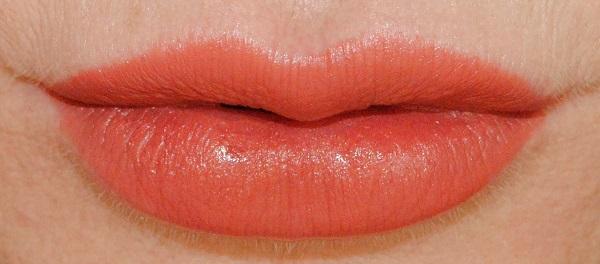 Love Filter Lipstick in Mrs Kisses
