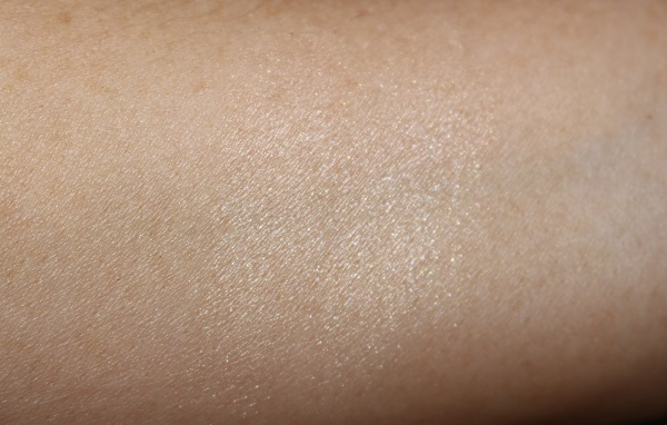 Hourglass Ambient Lighting Infinity Powder Swatch