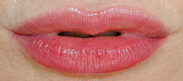 Victoria Beckham Bitten Lip Tint in Chérie Swatch