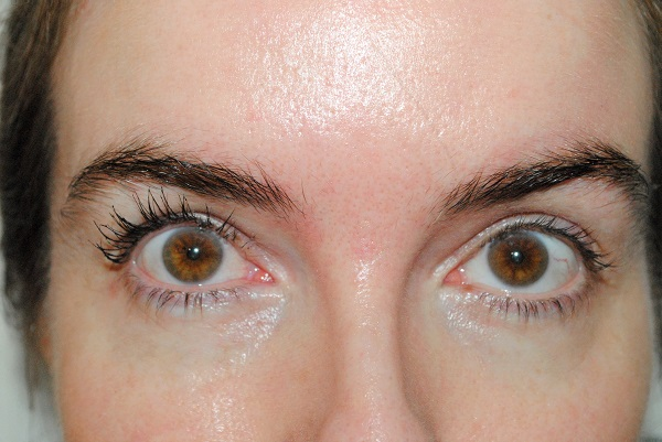 1 coat of Victoria Beckham mascara on one eye
